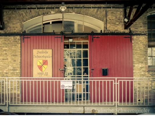 Eingangstor des Vereinsheim des Mittelalterverein Badische Schwertspieler in Karlsruhe